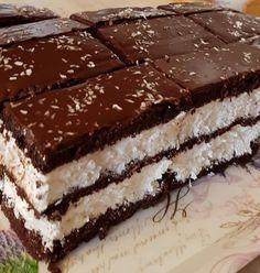 Nagyon egyszerű és finom: Kókuszos Kinder szelet! - Ketkes.com Hungarian Desserts, Hungarian Recipes, Cookie Recipes, Dessert Recipes, Twisted Recipes, Torte Cake, Good Food, Yummy Food, Sweet Cakes