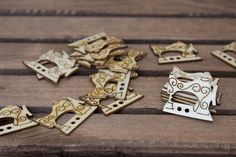 Ραπτομηχανή Ξύλινη 50τεμ WI153425  Ξύλινη ραπτομηχανή διαστάσεων 3cm.Η συσκευασία περιέχει 50 τεμάχια. Cufflinks, Bracelets, Accessories, Jewelry, Jewlery, Bijoux, Schmuck, Jewerly, Bracelet
