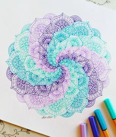 "3,123 mentions J'aime, 36 commentaires - Ísól Lilja (@drawing_in_ice) sur Instagram : "" #mandala #stabilo"""