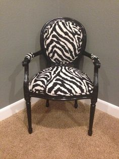 Vintage Louis Chair in Black and White Zebra Shabby Chic Table And Chairs, Vintage Chairs, Small Accent Chairs, Accent Chairs For Living Room, Animal Print Furniture, Zebra Chair, Victorian Sofa, Used Chairs, Dining Chairs