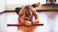 Kino MacGregor's Love-Your-Hips Gratitude Practice. This sequence is built to open your hips enough to work toward Foot-Behind-the-Head-Pose (Eka Pada Sirsasana). Kino Yoga, Ashtanga Yoga, Yoga Flow, Yoga Meditation, Kino Macgregor, Hip Opening Yoga, Baby Yoga, Advanced Yoga, Shoulder Muscles