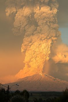 15+ Breathtaking Pics Of Volcano Eruption In Chile That Forced 4,000 To Evacuate | Volcano Eruption In Calbuco, Chile