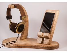 Este artículo no está disponible Diy Laptop Stand, Wood Phone Stand, Wooden Projects, Woodworking Projects Diy, Wood Crafts, Diy Headphone Stand, Wooden Phone Holder, Support Telephone, Wooden Organizer