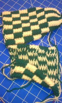 phentex slippers Knit Slippers Free Pattern, Knitted Slippers, Knitted Hats, Knit Socks, Knitting Socks, Crochet Baby, Knit Crochet, Knitting Patterns, Crochet Patterns