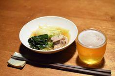 【もつ鍋】だんだんと暖かいものが恋しくなってきますね。博多のもつ鍋の素、うちはスープをたくさん飲んじゃうので、昆布出汁を足しています。すっきりぽかぽかのもつ鍋は、週一ペースでもいいねと意気込んで、お腹いっぱいになりました。