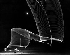 Long exposure of helicopter landing – Photographer: Andreas Feininger 1949 for LIFE magazine, truly that's very believable. It might be Static energy on the tips of the edges. Light Painting Photography, Stunning Photography, White Photography, Magical Photography, Heart Photography, Night Photography, Photography Tips, Life Magazine, Pseudo Science