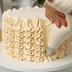 Piping decorating for your birthday cake 🎂 Piping decorating for your birthday cake 🎂 ,Desserts Video tutorial how to make amazing desserts 🧁 Related posts:- tik Best Ideas Quotes Tattoo. Cake Decorating Frosting, Cake Decorating Videos, Cake Decorating Techniques, Cookie Decorating, Decorating Ideas, Simple Cake Decorating, Cake Frosting Designs, Cake Decorating Designs, Food Cakes