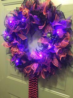 Halloween Door Wreaths, Dollar Tree Halloween, Dollar Tree Fall, Halloween Deco Mesh, Halloween Ornaments, Dollar Tree Crafts, Diy Halloween Decorations, Halloween Crafts, Halloween Halloween