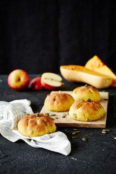 Kurpitsasämpylät | K-ruoka #myskikurpitsa #kurpitsa Peach, Fruit, Food, Peaches, Essen, Yemek, Meals