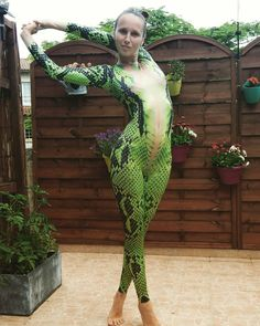 Lots of inspiration, diy & makeup tutorials and all accessories you need to create your own DIY Snake Costume for Halloween. Halloween Cosplay, Halloween Outfits, Halloween Costumes, Snake Costume, Body Paint Cosplay, Halloween Kleidung, Mermaid Pictures, Harajuku Fashion, Cool Costumes