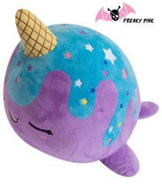 Peluche kawaii narval glacé galaxie bleu et violet disponible dans la boutique en ligne FREAKY PINK.