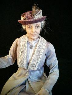 One of a kind miniature art dolls by IGMA Artisan Julie Campbell Dollhouse Dolls, Miniature Dolls, Julie Campbell, Old Folks, Fairy Art, Little People, Beautiful Children, Old Women, Sculpture Art