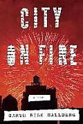 City on Fire: New York City, 1976. Meet Regan and William Hamilton-Sweeney, estranged heirs to one of the city's great fortunes; Keith and Mercer, the men who, for better or worse, love them; Charlie and Samantha, two suburban teenagers seduced by downtown's punk scene; an obsessive magazine reporter and his idealistic neighbor — and the detective trying to figure out what any of them have to do with a shooting in Central Park on New Year's Eve.    The...