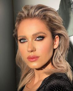 Pinched lashes & peach lips by me for gooorgeous Just how beautiful is she? Nude Makeup, Makeup Art, Beauty Makeup, Peach Lips, How To Do Makeup, How Beautiful, Her Style, Actors & Actresses, Makeup Looks