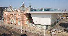 """Lieu : """"Stedelijk Museum"""" /// Adresse : Museumplein 10, Amsterdam /// Date : tous les jours 10h-18h /// Description : Le Stedelijk Museum est un musée municipal d'art moderne et d'art contemporain de la ville Amsterdam aux Pays-Bas. /// Importance : 6/10"""