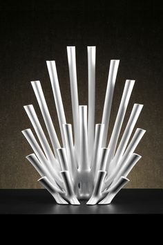 Peacock flower vase, designed by Los Angeles-based firm Aprilli, is a printed test tube flower vase designed to host dynamic, spatial and artistic floral arrangements. Flower Vase Design, Flower Vases, Flowers, Digital Fabrication, Floral Arrangements, Peacock, Candles, Display, Glass