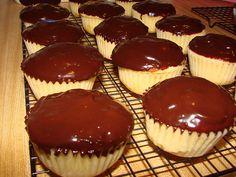 Boston Cream Cupcakes. Boston Cream Cupcakes, Muffin, Breakfast, Desserts, Food, Morning Coffee, Tailgate Desserts, Deserts, Essen
