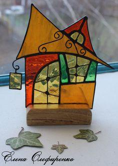 Домик из цветного стекла.