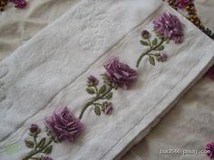 Kurdela Nakışı Modelleri | Hobilendik Border Embroidery, Embroidery Applique, Embroidery Stitches, Embroidery Patterns, Lace Beadwork, Ribbon Work, Cutwork, Clay Crafts, Embroidered Flowers