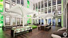 """MTV Networks Mitarbeiter dürfen sich freuen: mit der Neugestaltung der Empfangs-, Meeting- und Pausenbereiche im MTV Headquarter wird ein Wunsch der Belegschaft Wirklichkeit und ein Büroblock zu einem inspirierenden Headquarter. Die Öffnung des ersten Obergeschosses ließ eine """"Achse der Inspiration"""" entstehen, in welcher die Mitarbeiter im großen Atrium unter einem stilisierten Blätterdach mit 250 Sitzplätzen zu Pausen und Besprechungen eingeladen werden und Bereiche zur Entspannung…"""