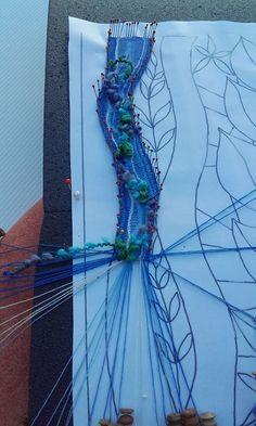 ENCAJERAS DE BOLILLOS DE BENALMÁDENA Weaving Art, Tapestry Weaving, Romanian Lace, Bobbin Lacemaking, Lace Art, Bobbin Lace Patterns, Point Lace, Lace Jewelry, Needle Lace
