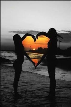photography idea - photo at sunset with arms making a heart framing the sunset . print all in black and white except the sunset in color - great idea! do with bff! Best Friend Pictures, Bff Pictures, Friend Photos, Cute Photos, Beach Photos, Cool Pictures, Beautiful Pictures, Wedding Pictures, Polaroid Pictures