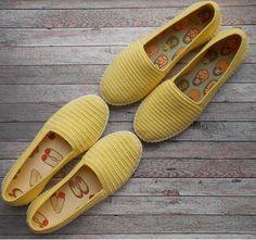 """582 curtidas, 9 comentários - 58k ЯРМАРКА  ВЯЗАНИЕ (@knittingforbeginners) no Instagram: """"Вязаная обувь – самая удобная! Не давит и не натирает! Связанная по Вашим меркам пара подарит…"""""""