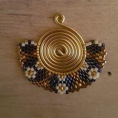 Not a pattern. Ring Earrings, Beaded Earrings, Beaded Jewelry, Types Of Earrings, Micro Macrame, Brick Stitch, Diy Necklace, Gemstones, Beads