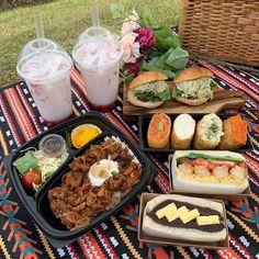 ❣︎ ❣︎ ♡ k i m ♡ ✌︎ ✌︎ 」 Source by juleburst Think Food, I Love Food, Good Food, Yummy Food, Picnic Date Food, Beach Picnic Foods, Comida Picnic, Cafe Food, Aesthetic Food