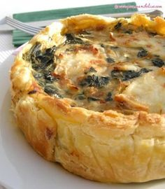 Spinach pie with goat cheese. Quiches, Healthy Cooking, Cooking Recipes, Spinach Pie, Salty Foods, Mediterranean Recipes, Greek Recipes, Food Inspiration, Love Food