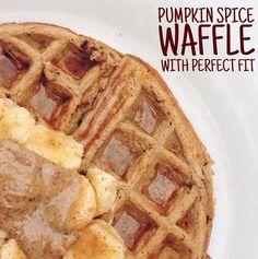 Tone It Up Pumpkin Spice Waffle. Breakfast Snacks, Paleo Breakfast, Breakfast Time, Breakfast Recipes, Fall Recipes, Real Food Recipes, Yummy Food, Pumpkin Spice Waffles, Almond Butter
