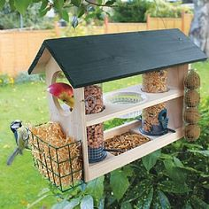 Bird feeders - Beautiful Bird Feeding Station Ideas That Many Birds Come Into Your Garden – Bird feeders Bird House Feeder, Diy Bird Feeder, Squirrel Feeder, Bird House Plans, Bird House Kits, Bird Tables, Bird Feeding Station, Bird Feeding Table, Homemade Bird Feeders