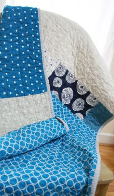 blue and gray dots quilt with naniIRO