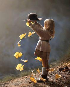 It's a beautiful world Cute Kids Photography, Autumn Photography, Creative Photography, Family Photography, Children Photography Poses, Foto Baby, Fall Family, Fall Photos, Beautiful Children