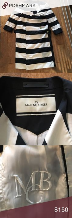Malene Birger coat Stunning shape, gold buttons and beautiful details. 3/4 sleeve and lightweight for chilly spring days. Size 34 euro, fits US 0-4 malene birger Jackets & Coats Trench Coats