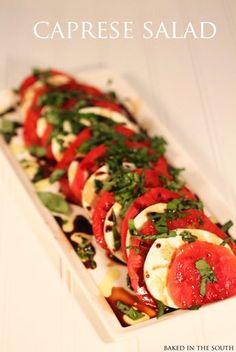 Caprese Salad Print Ingredients 3 vine-ripe tomatoes, ¼-inch thick slices 1 pound fresh mozzarella, ¼-inch thick slices 20 to 30 leaves (about 1 bunch) fresh basil Extra-virgin. Salada Caprese, Caprese Salat, Caprese Salad Recipe, Salad Recipes, Caprese Appetizer, Tomato Caprese, Appetizers, Tomato Salad, Healthy Snacks