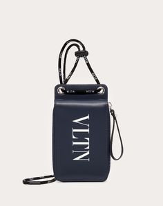 Discover the VLTN Neck Wallet for Man. Find the entire collection at the Valentino Online Boutique and shop designer icons to wear. Handbags For Men, Fashion Handbags, Valentino Men, Trendy Accessories, Bag Accessories, Leather Laptop Bag, Wallet Chain, Mini Bag, Purses