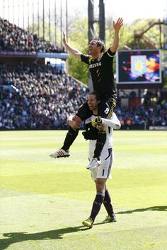 PHOTO Petr Cech helps raise the profile of Chelsea's record scorer Frank Lampard after full-time v Aston Villa.