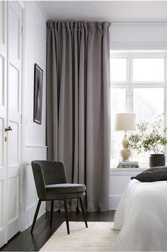 Gardiner och tips kring gardinupphängning Living Room Bedroom, Home Bedroom, Bedroom Decor, Bohemian Style Bedrooms, Trendy Home, Home And Deco, Home Studio, Modern Interior Design, Cheap Home Decor