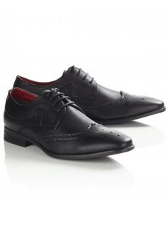 Smart lace-up pointed shoes for men featuring brogue styling. Lace Up Shoes, Dress Shoes, Black Brogues, Men Formal, Boy Fashion, Oxford Shoes, Footwear, Fancy, Stylish
