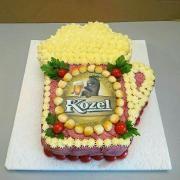 Torta Slane pivko Gingerbread, Cake, Desserts, Gifts, Food, Pie Cake, Presents, Meal, Cakes