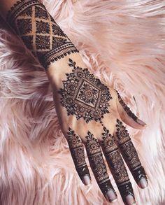 Henna Tattoos, Henna Tattoo Bilder, Henna Tattoo Designs, Henna Tattoo Muster, Henna Tattoo Kit, Mandala Tattoo, Paisley Tattoos, Henna Kit, Tattoo Ideas