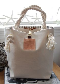 Canvas Tote Bag with Starfish on Leather – Canvas Handbag – Rope Handles Canvas Tote Bag mit Seestern auf Leder – Canvas Handtasche – Rope Griffe Canvas Handbags, Canvas Tote Bags, Tote Handbags, Purses And Handbags, Canvas Totes, Canvas Purse, Tote Purse, Diy Sac, Diy Bags Purses