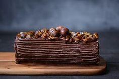 Bûche roulée à la crème de marrons, au chocolat et aux châtaignes caramélisées