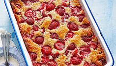 Strawberry Cobbler Cake - All Things Kitchen Strawberry Cobbler, Fruit Cobbler, Strawberry Recipes, Blackberry Cheesecake, Cobbler Topping, Blackberry Cobbler, Strawberry Cupcakes, Blueberry Recipes, Cheesecake Bars