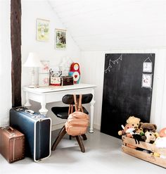 A vintage girl's room full of creativity - Petit & Small
