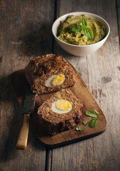 Ρολό κιμά γεμιστό με αβγά και πουρές λαχανικών