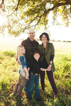 Fall/Winter family photos color palette idea. Jewel tones = gold, burgundy, hunter green, tan, brown, and black