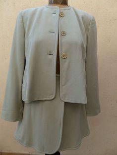 45e1538a34a6 Proposé dans Ventes de vêtements pour femmes de Catawiki   EMPORIO ARMANI  made in Italy tailleur beige en laine et lycra T 38 et ARMANI Tailleur  laine.