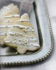 sugar cookie Christmas trees ... like the drizzled bands of frosting with white candies randomly sprinkled on ...